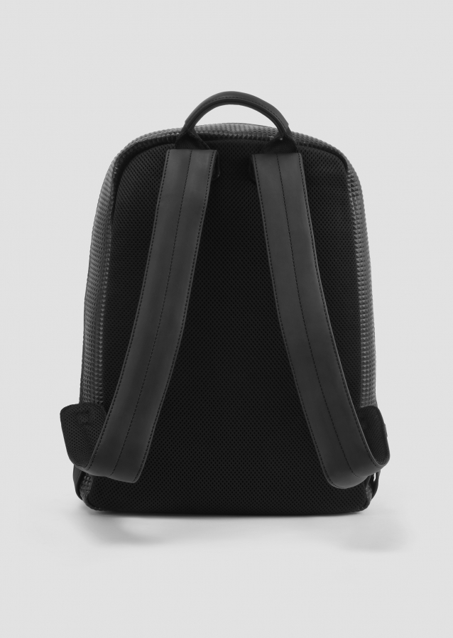 Structured pyramid backpack in black with rubberised logo