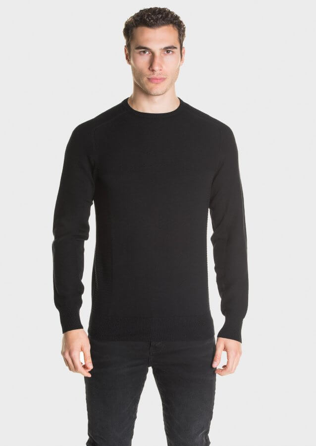 Mid-weight cotton sweater in textured pattern with subtle branding