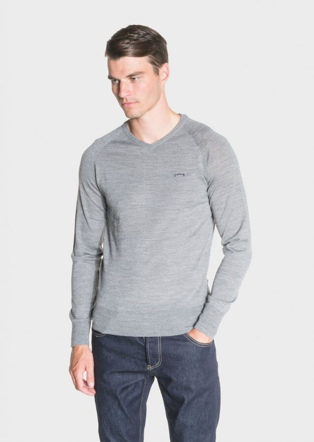 Regular-fit lightweight sweater in merino wool with branding on chest